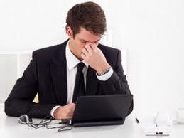 Làm việc lâu bên máy tính dễ khiến mắt bị mệt mỏi